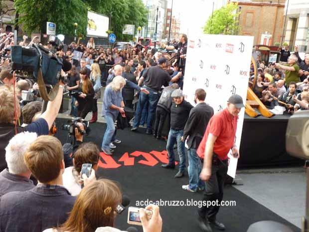 Mit und bei AC DC in London, 2011
