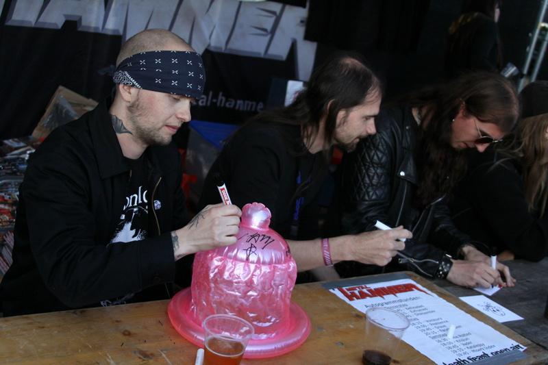 Death Feast Open Air 2011: Fans, Matsch, Nonsense
