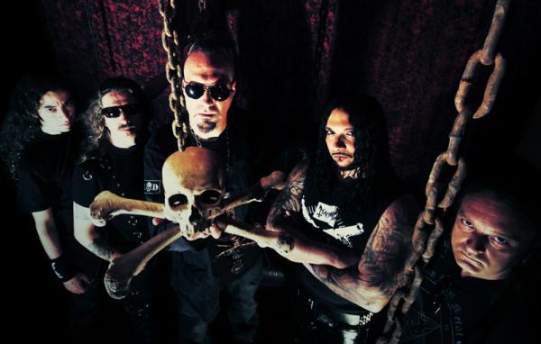 Mayhem, Promo Bild