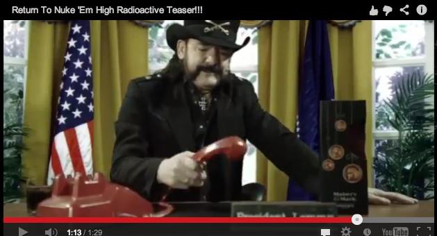 Lemmy als Präsident in 'Return To Nuke 'Em High'