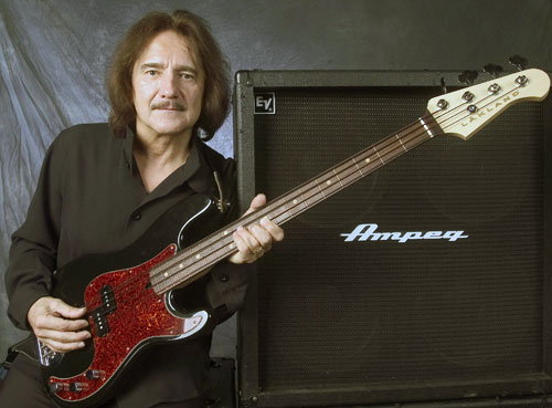 Geezer Butler mit Signature-Bass