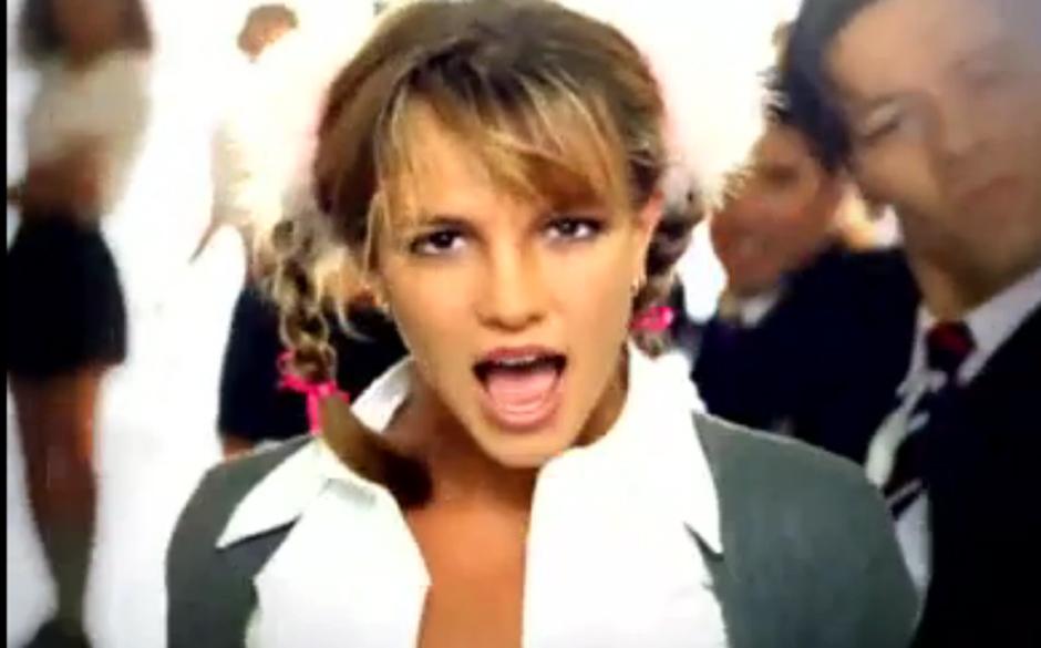 Gibt es eine Neunziger-Platte, die du weiterempfehlen könntest? Britney Spears ... BABY ONE MORE TIME.