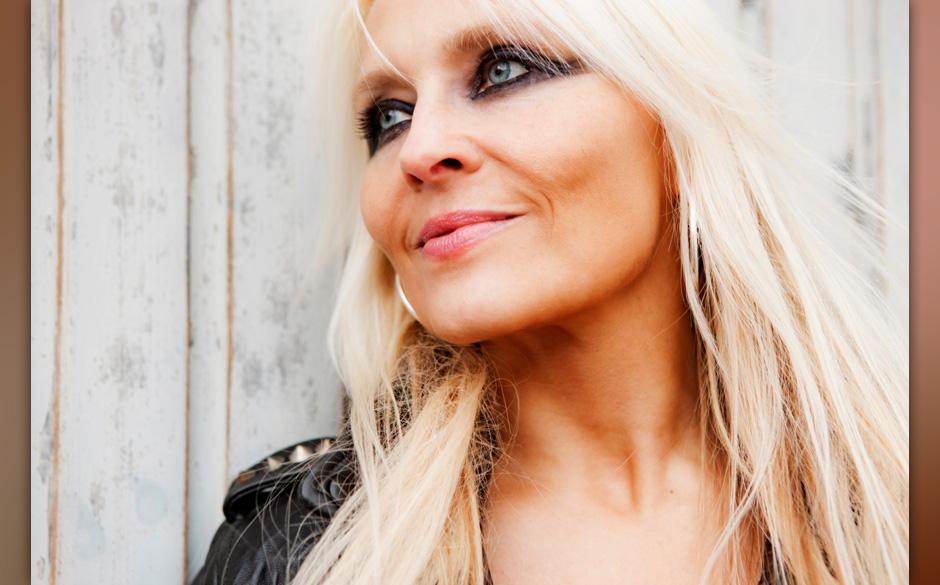 Die 30 wichtigsten Frauen im Metal Keine Frau verkörpert den klassischen Heavy Metal so sehr wie Doro Pesch. Einst war sie Sängerin von Warlock, seit den Neunzigern ist sie Solokünstlerin – Doro blickt auf eine einzigartige Karriere zurück.
