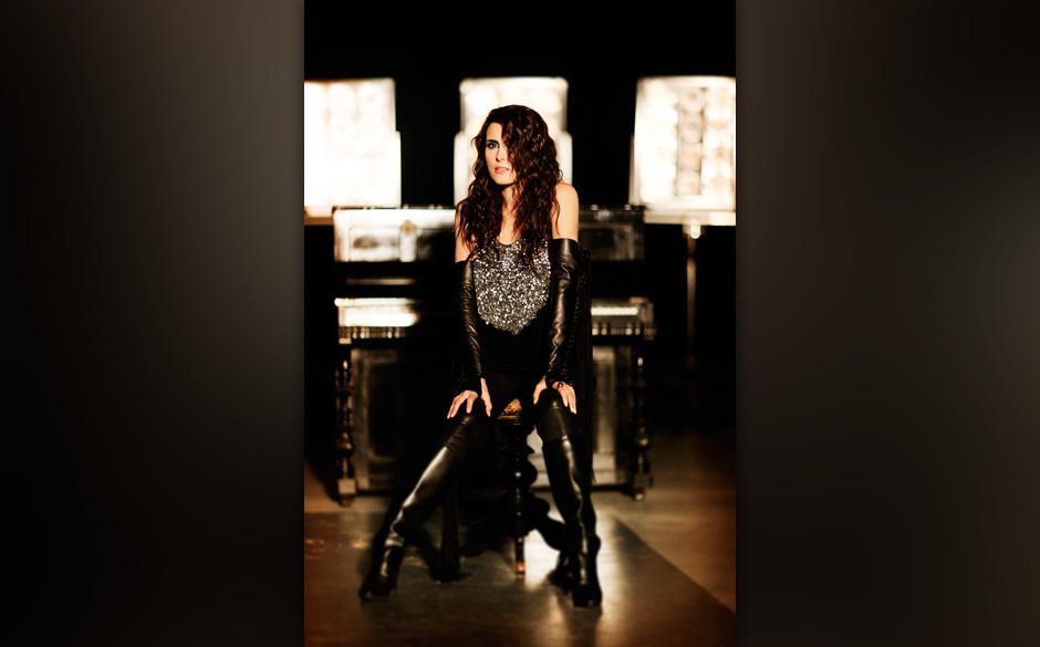 Die 30 wichtigsten Frauen im Metal Sharon Den Adel, Within Temptation: 'Solange Sängerinnen wie Angela Gossow zeigen, dass man kein Mann sein muss, um zu growlen,  ist noch nicht  alles verloren.'