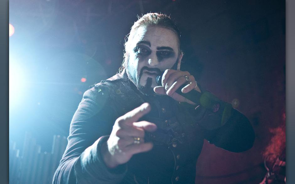 Powerwolf standen 2013 als Live-Band auf der Bühne.