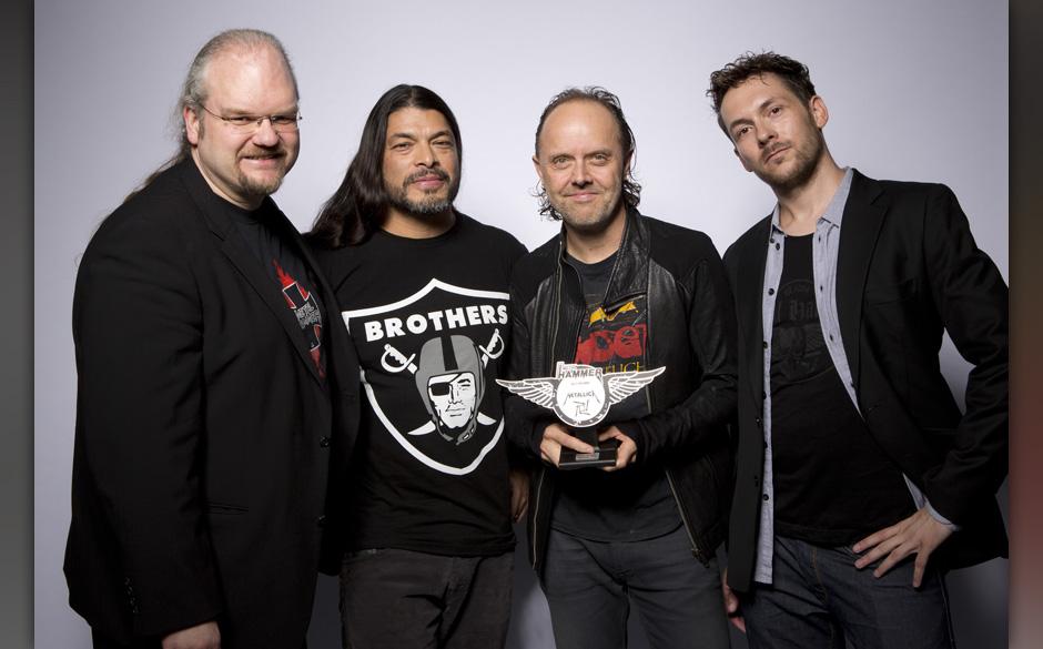 Maximum Metal: METAL HAMMER-Chefredakteur Thorsten Zahn und Head Of Sales Gernot Krebs zusammen mit Robert Trujillo und Lars