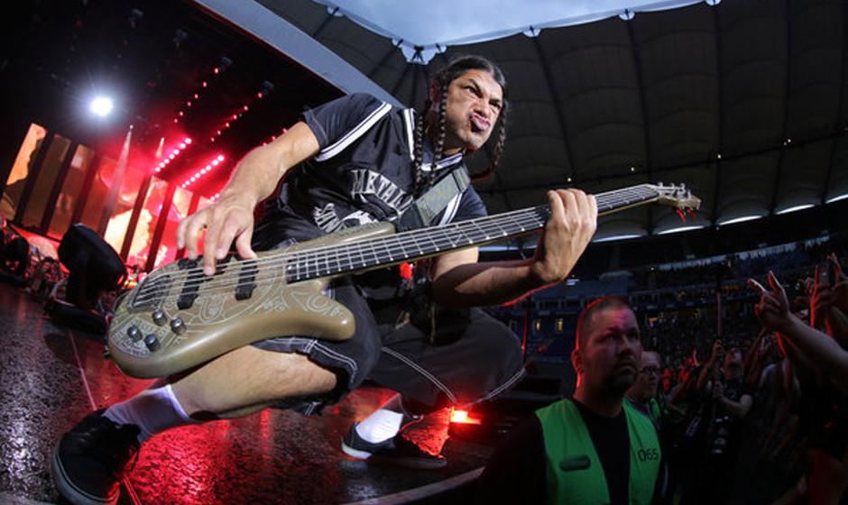 dpatopbilder Robert Trujillo, Bassist der Band Metallica steht am 04.06.2014 in Hamburg auf der B¸hne der Imtech-Arena. Die