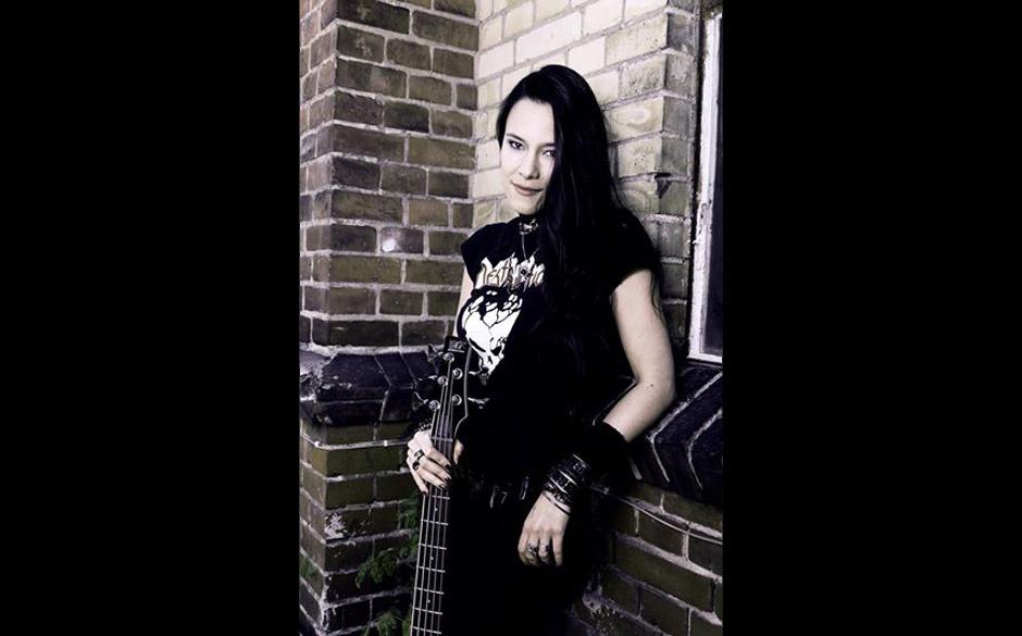 Equilibrium-Bassistin Jen Majura