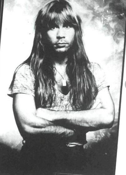 Heute kaum noch vorstellbar: Bruce Dickinson mit richtig langem Haar.