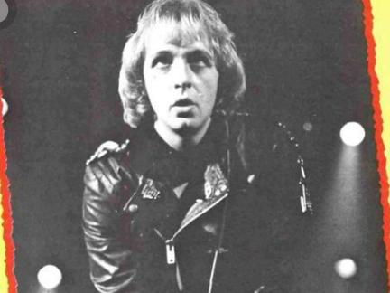 Auch Rob Halford war einmal Inhaber einer Rockermähne.