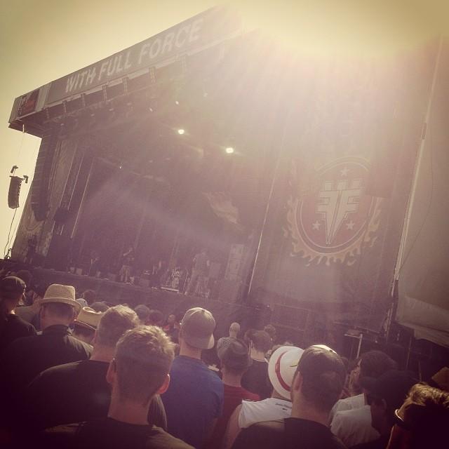 Die Bühne bei Sonnenschein.