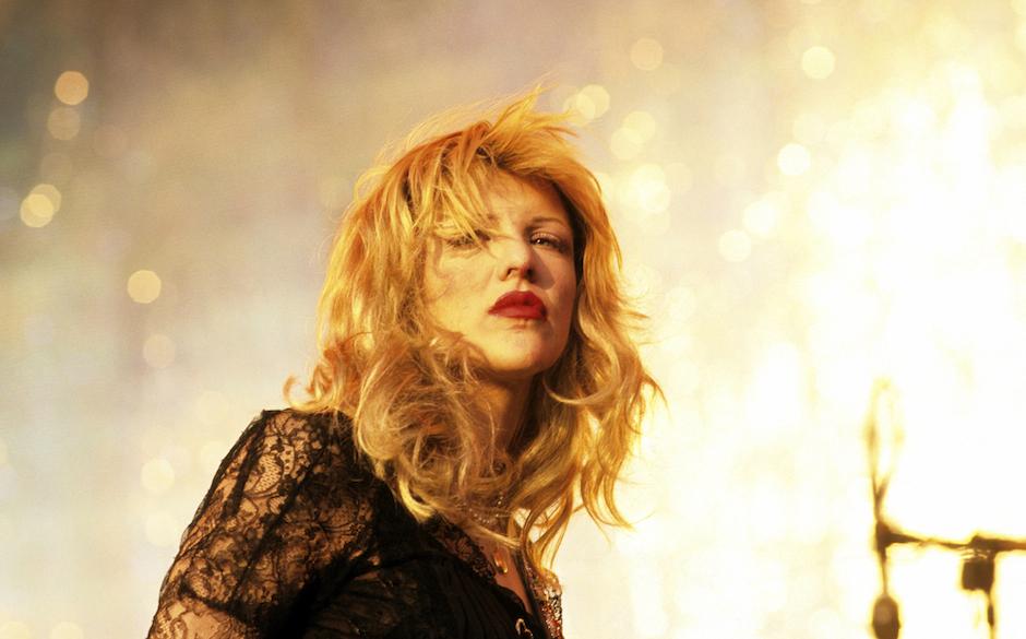 UNITED KINGDOM - JANUARY 01:  READING FESTIVAL  Photo of Courtney LOVE and HOLE, Courtney Love  (Photo by Mick Hutson/Redfern