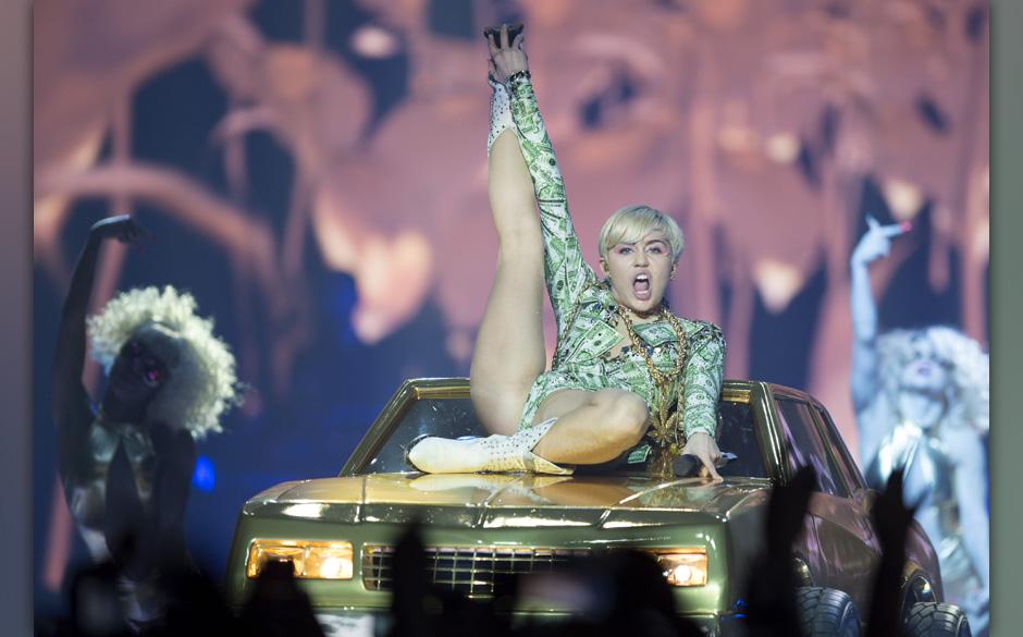 image Miley cyrus lanxess arena cologne 2014