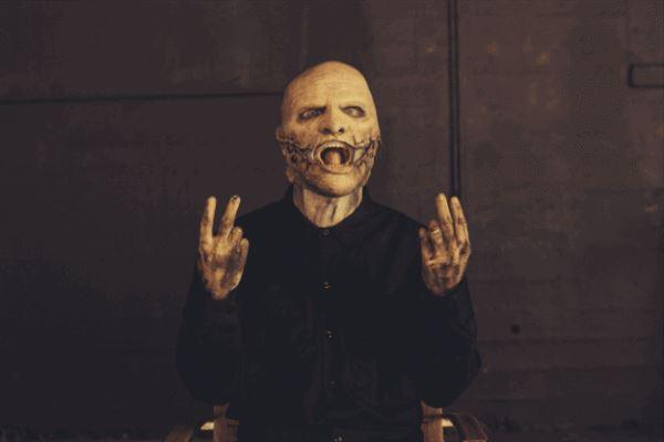 Slipknot zeigen ihre neuen Masken zum Album .5: THE GRAY CHAPTER >>> Corey Taylor