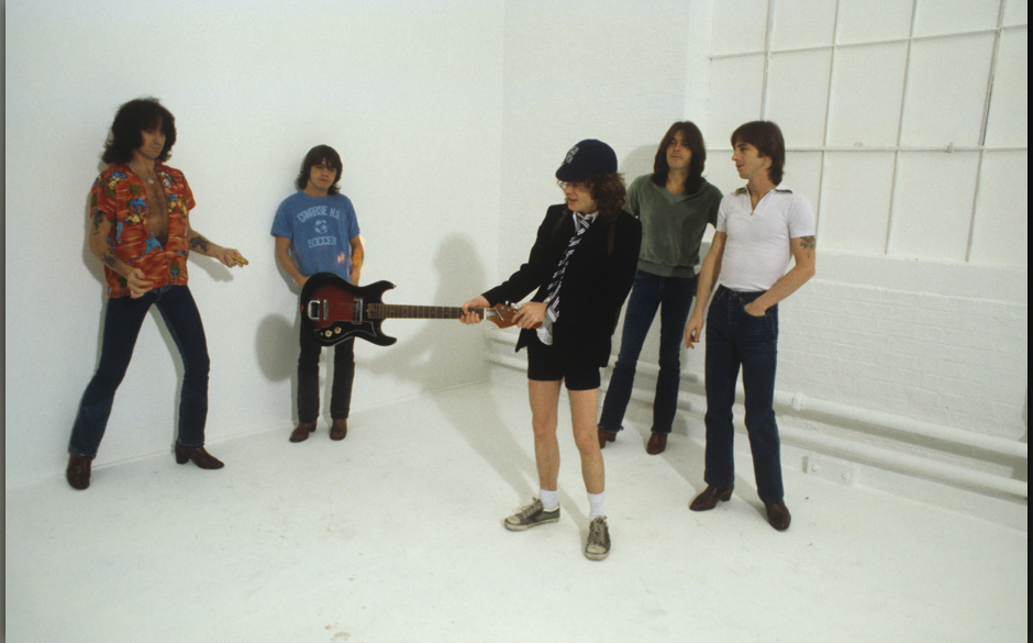 LONDON, UNITED KINGDOM - AUGUST 01: (left to right) Bon Scott, Malcolm Young, Angus Young, Cliff Williams and Phil Rudd of Au