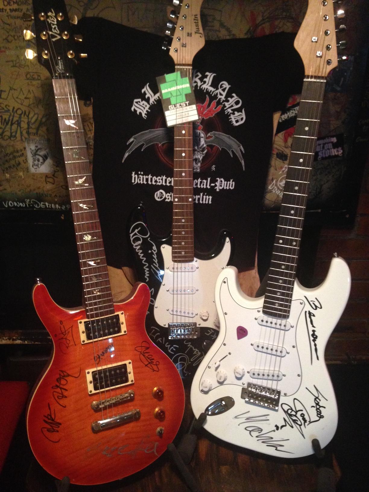 """unitedcharity.de versteigert handsignierte Gitarren von Rammstein, Knorkator und Sodom zugunsten von """"Ein Herz für Kinder�"""