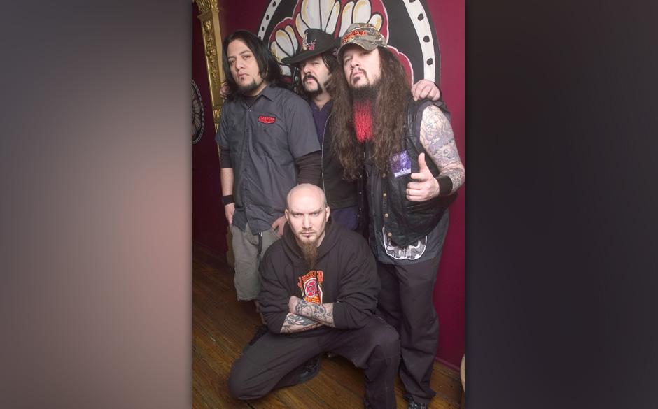 Vincent 'Vinnie' Abbott (center - rear), drummer and Darrell 'Dimebag' Abbott (right) with Damageplan (Photo by Paul Natkin/W