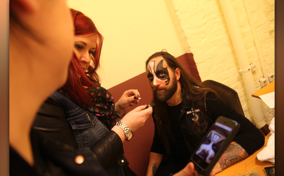 Backstage bei In Flames + Papa Roach + Wovenwar + While Shee Sleeps, Tour 2014