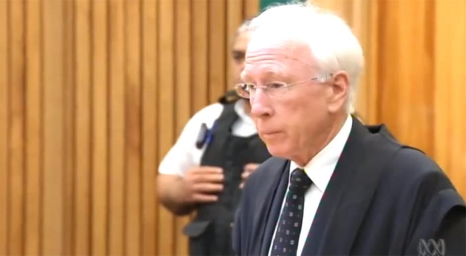 Phil Rudds Anwalt Paul Maybe erklärt, dass er Rudd klar gemacht habe, wann er zu erscheinen habe (26.11.14)