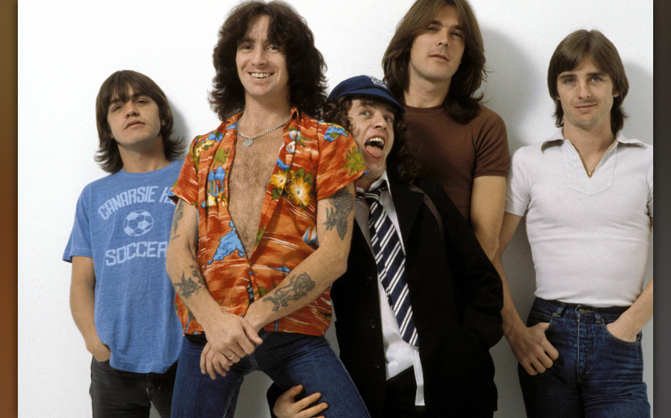 UNITED KINGDOM - AUGUST 01:  Photo of AC DC and Malcolm YOUNG and Cliff WILLIAMS and Bon SCOTT and Angus YOUNG and AC/DC and