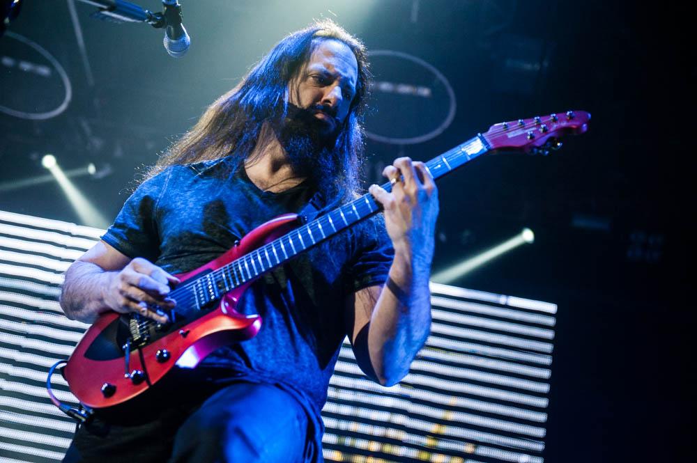 Dream Theater live, 18.02.2014, Düsseldorf: John Petrucci hatte damals schon einen beachtlichen Bart