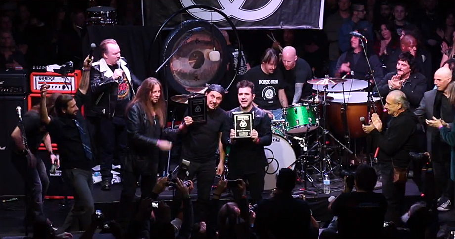 Bonzo Bash 2015 Verleihung des Legend Awards an Dave Lomardo (Philm, Ex-Slayer) und Charlie Benante (Anthrax)