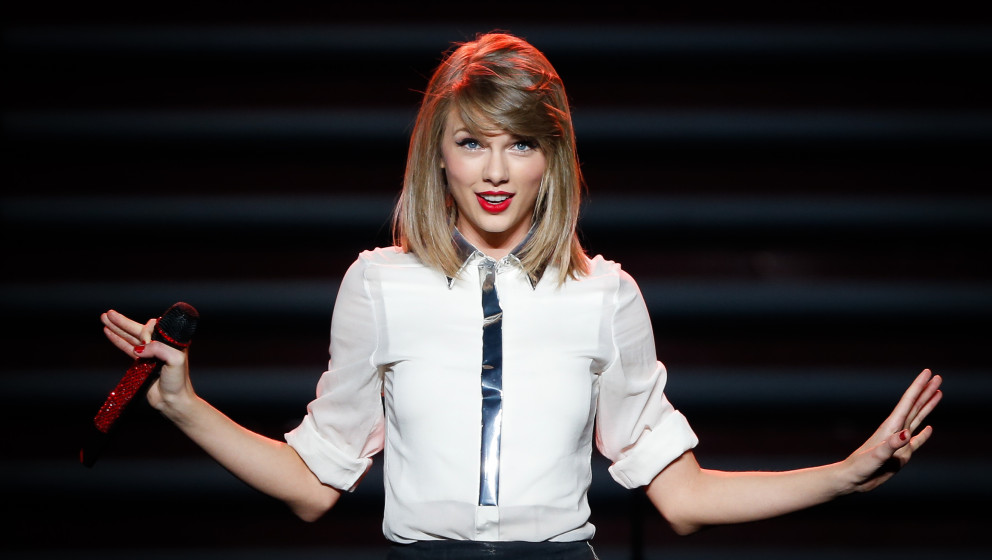 SHANGHAI, CHINA - MAY 30:  (CHINA OUT) Taylor Swift performs on the stage in concert at Mercedes-Benz Arena on May 30, 2014 i