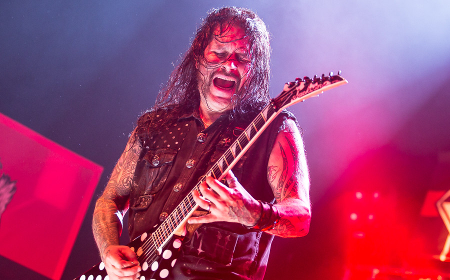 Phil Demmel, hier live mit Machine Head in Wiesbaden am 27.11.2014