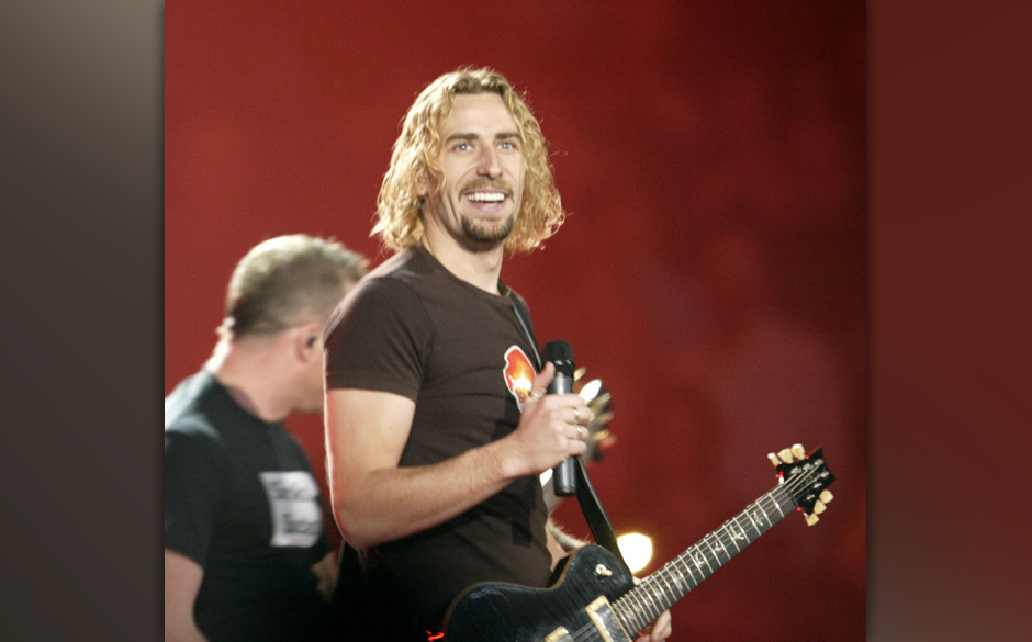 EDMONTON - APRIL 4:  Musician Chad Kroeger of Nickelback performs onstage at the 2004 Juno Awards at Rexall Place on April 4,