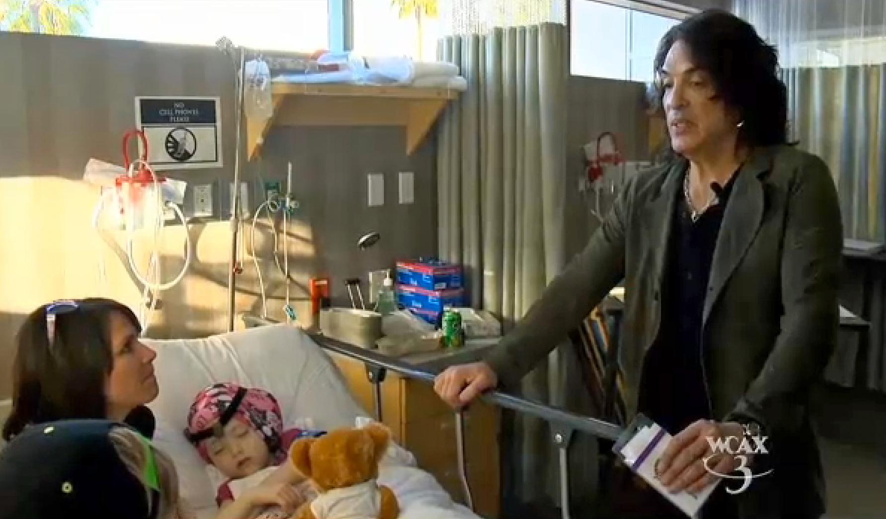 Paul Stanley besucht Arabella Carter nach ihrer OP