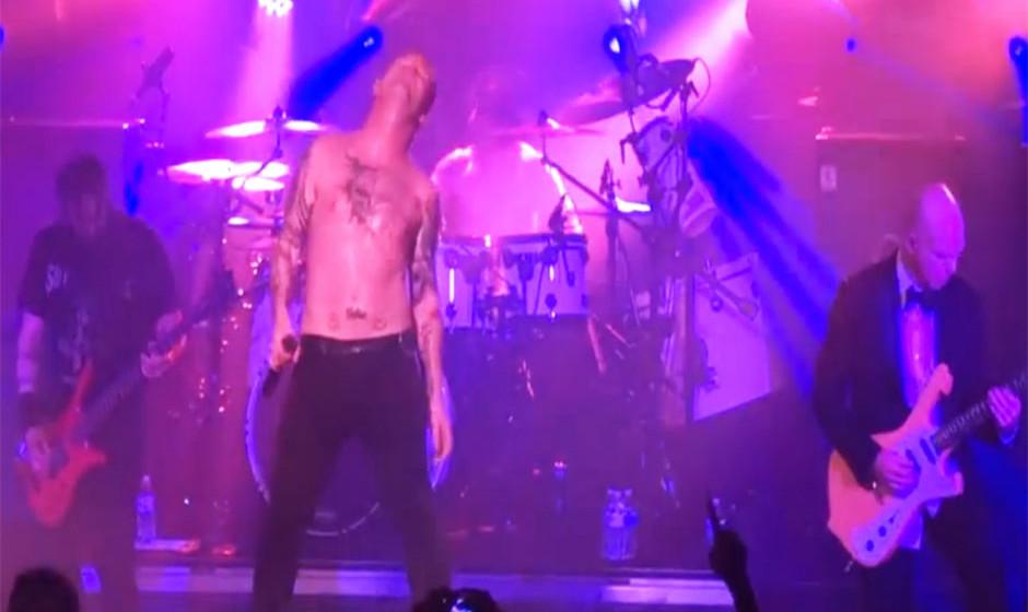 Stone Sour spielen 'Love Gun' Live