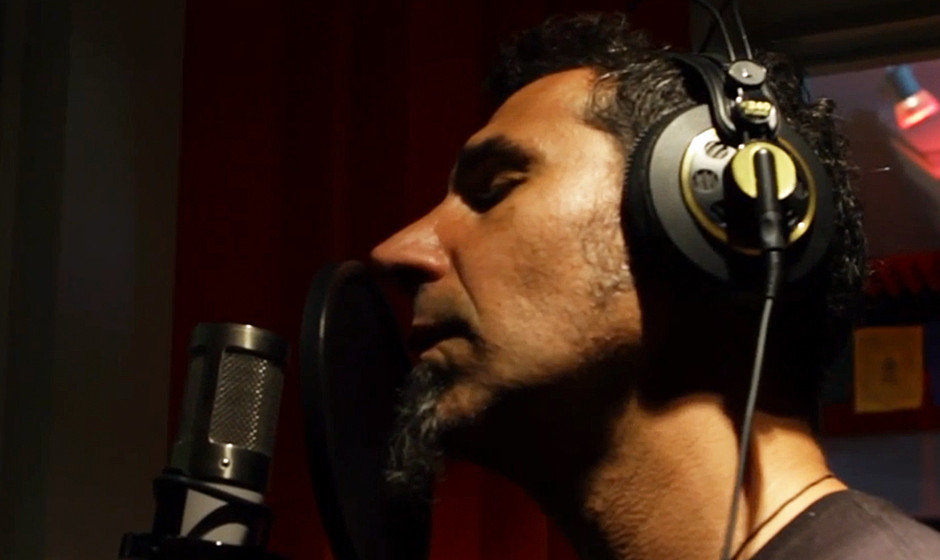 Serj Tankian (System Of A Down) im Video zu '100 Years'
