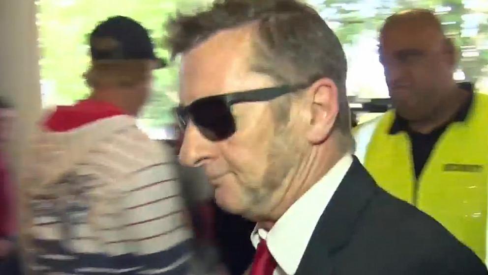 Phil Rudd (Ex-AC/DC) betritt das Gericht am 21. April 2015