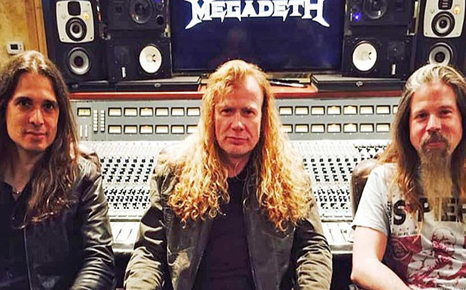 Gitarrist Kiko Loureiro, Dave Mustaine & Session-Schlagzeuger Chris Adler