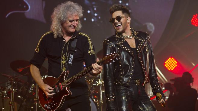 Queen-Gitarrist Brian May mit Sänger Adam Lambert