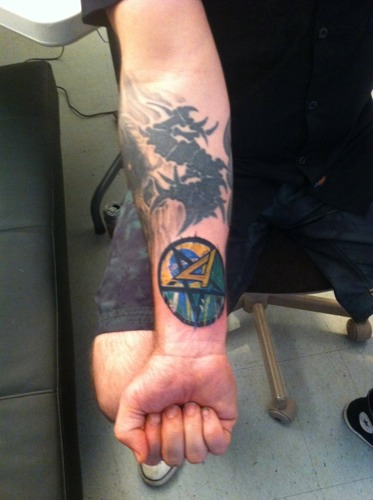 Andreas Kisser (Sepultura) zeigt sein Anthrax-Tattoo