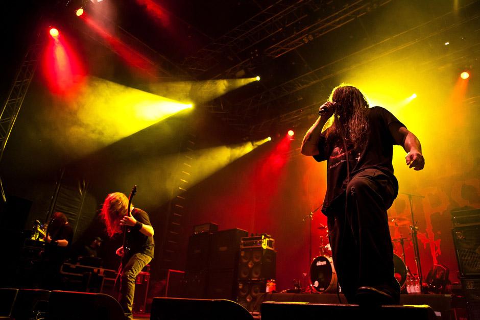8 CANNIBAL CORPSE No Remorse6:15 T+M: Hetfield, Ulrich Damit auf dieser CD Freunde härterer Stilrichtungen nicht zu kurz kommen, sind auch die 1988 gegründeten US-Death-Metaller von Cannibal Corpse vertreten. Sie steuern die Metallica-Cover-Version von 'No Remorse' bei, die bereits auf der limitierten Edition des Albums GORE OBSESSED als Bonus-Track zu finden war und schon des Öfteren live gespielt wurde.