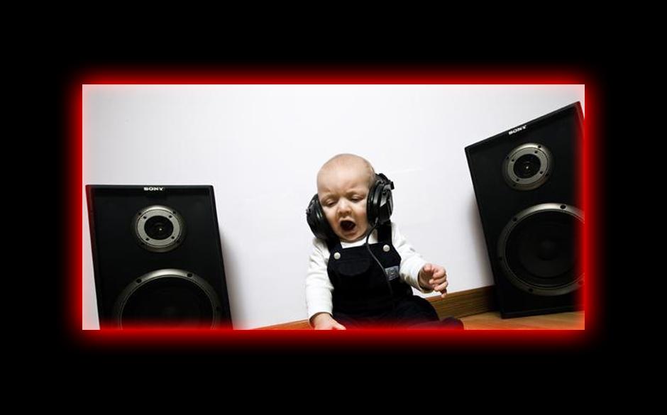 Baby hört Musik