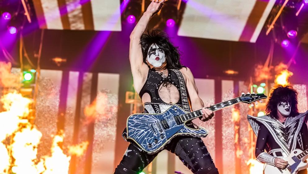 """""""Masken, Feuer, Rock'n'Roll: Kiss haben alle Erwartungen erfüllt. Auch im gehobenen Alter stecken sie mit irrer Spielf"""