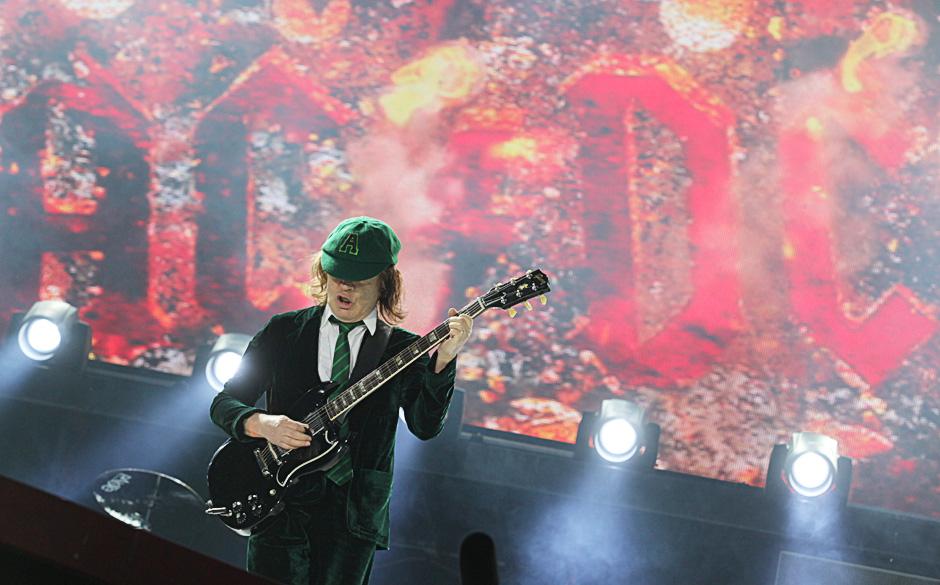 Gewinnt Die Acdc Gitarre Von Angus Young
