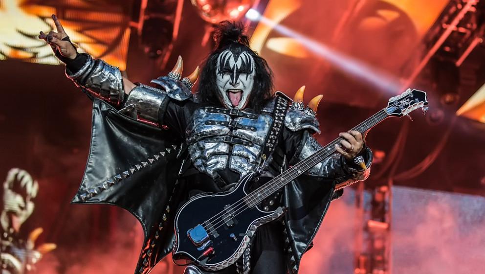 U: UNTERHOSE  In den späten Achtzigern wurde Gene Simmons nach einem Konzert von Kiss verhaftet. Er hatte backstage seine Un