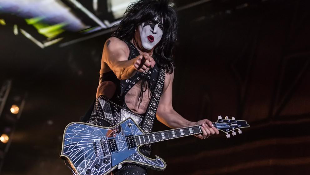 R: ROCK'N'ROLL HALL OF FAME  Obwohl Kiss 15 Jahre lang für die Rock'n'Roll Hall Of Fame nominiert waren, wurden sie