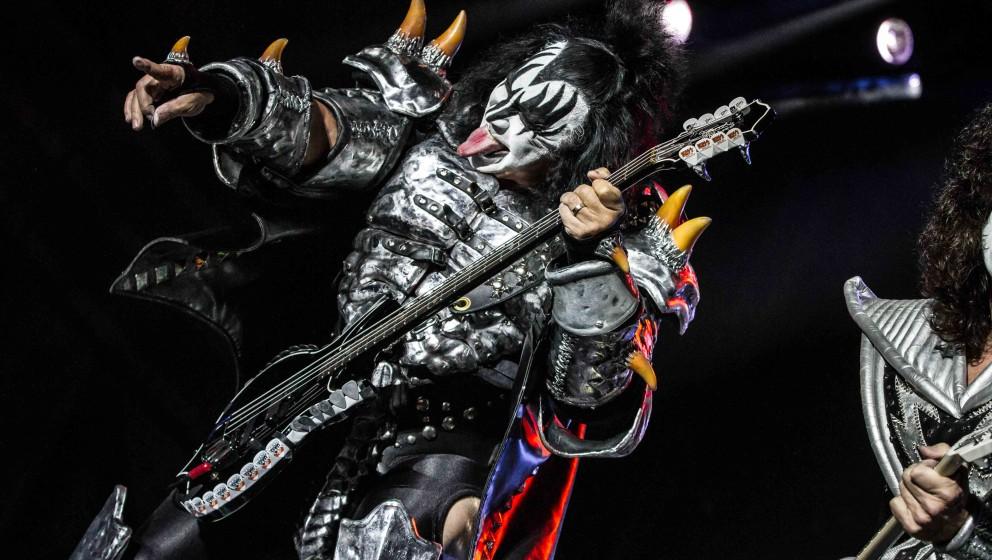 I: IDENTITÄTSVERLUST  Acht von zehn Kiss-Mitgliedern performen unter einem Pseudonym. Nur die Gitarristen Bruce Kulick und T