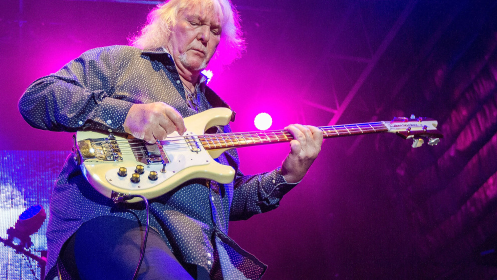 SAN DIEGO, CA - AUGUST 18:  Musician Chris Squire performs on stage with Yes on August 18, 2014 in San Diego, California.  (P
