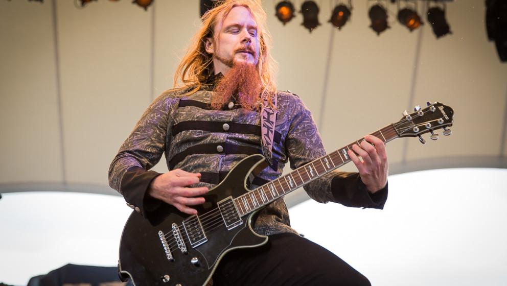 Ex-Sabaton-Gitarrist Rikard Sundén, hier mit Civil War beim Noch-Ein-Bier-Fest 2015 in Gelsenkirchen