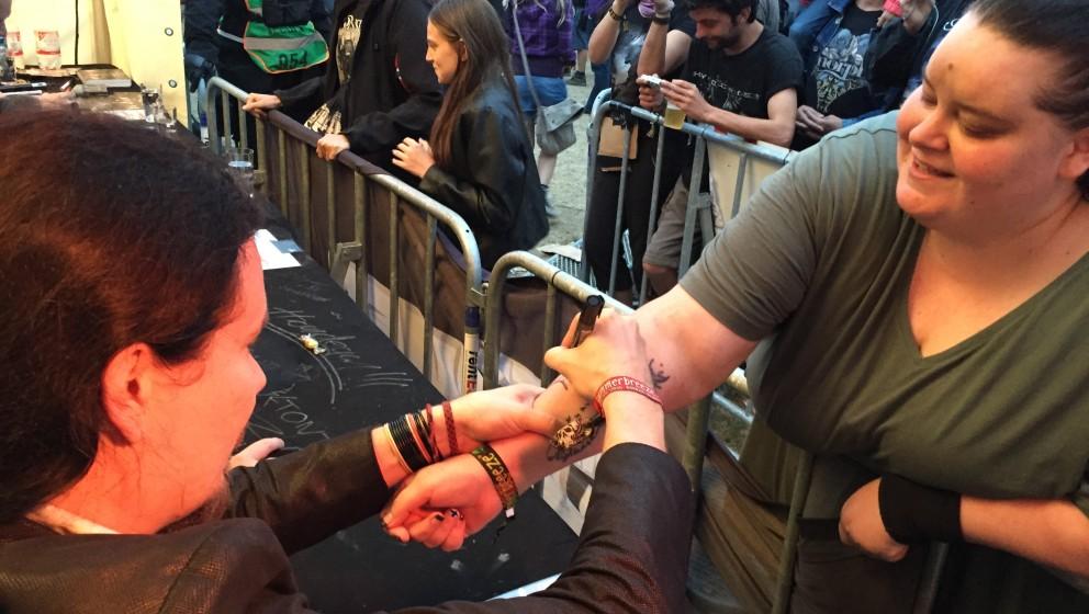 Nightwish bei ihrer Summer Breeze-Autogrammstunde am METAL HAMMER-Stand.