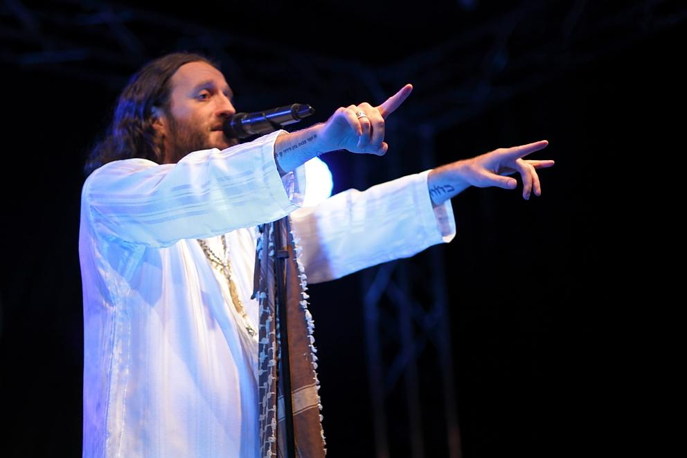Sieht ein bisschen aus wie Jesus: Der Sänger der Band Orphaned Land