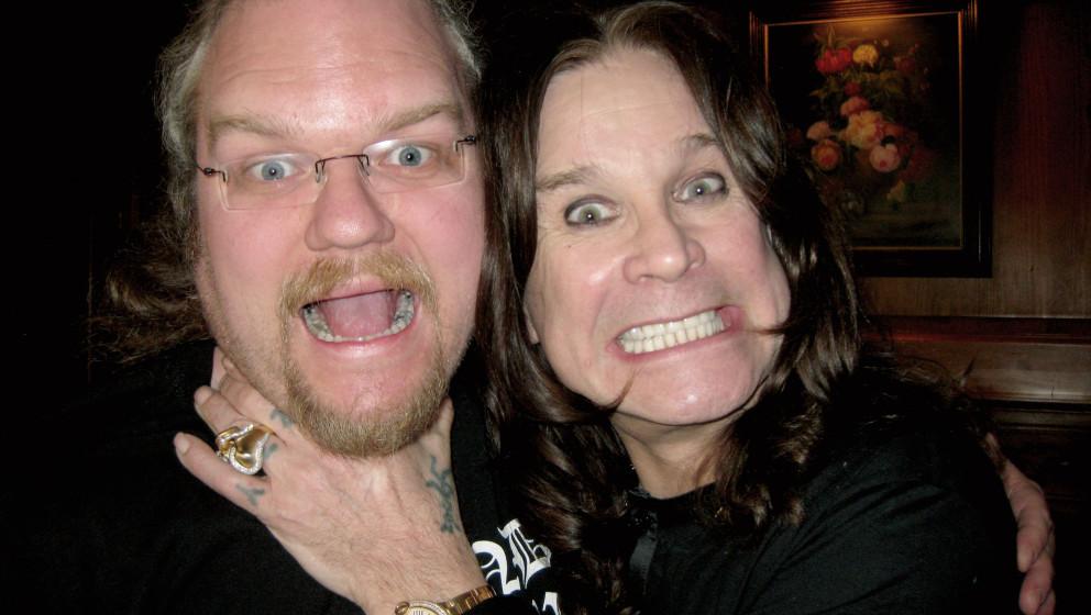 """In den Fängen des Fürsten der Finsternis: Ozzy Osbourne geht Chefredakteur Thorsten """"Zacke"""" Zahn an die Gurgel"""