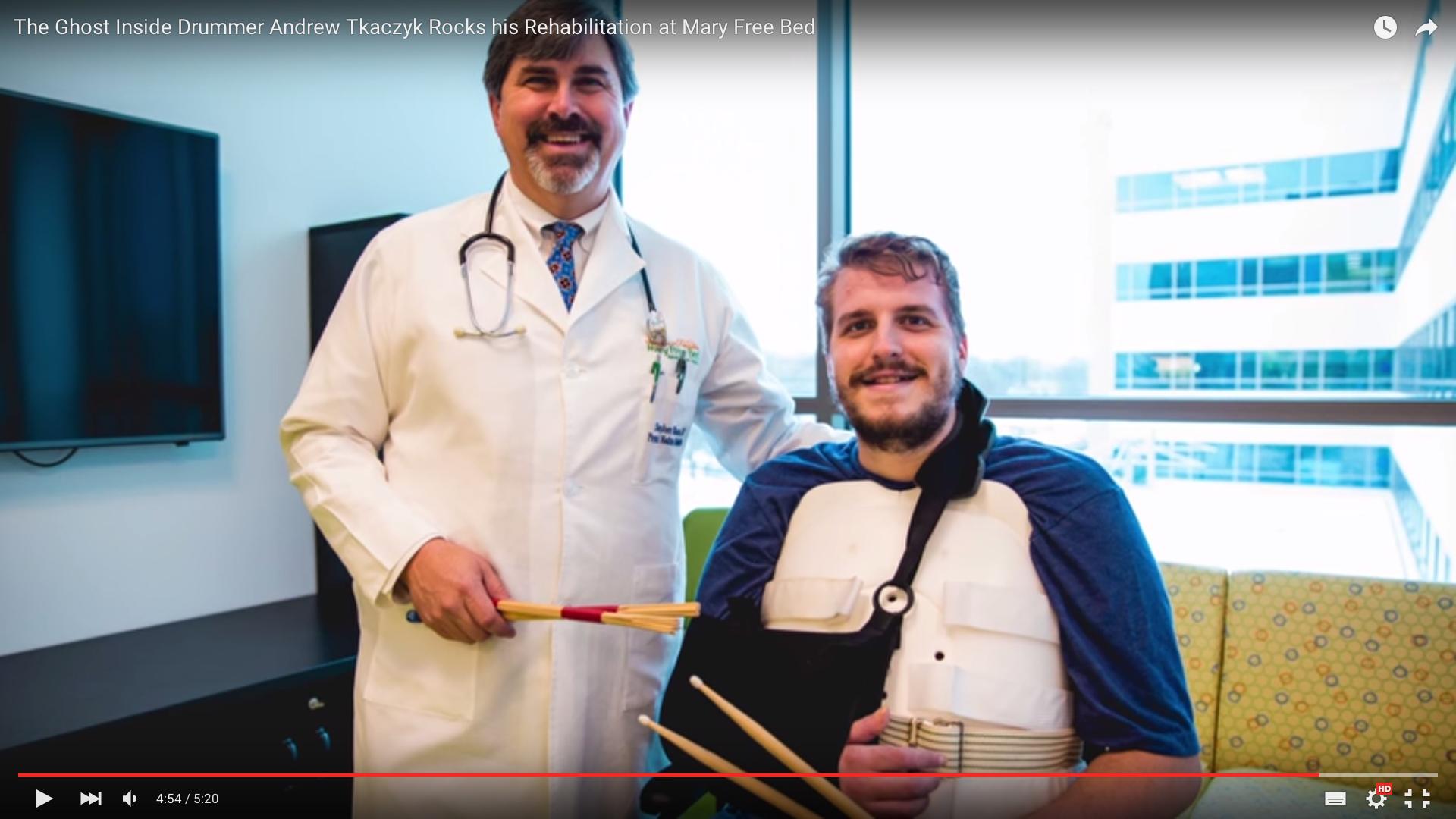 DrummerAndrew Tkaczyk und sein ArztStephen C. Bloom - ebenfalls Schlagzeuger.