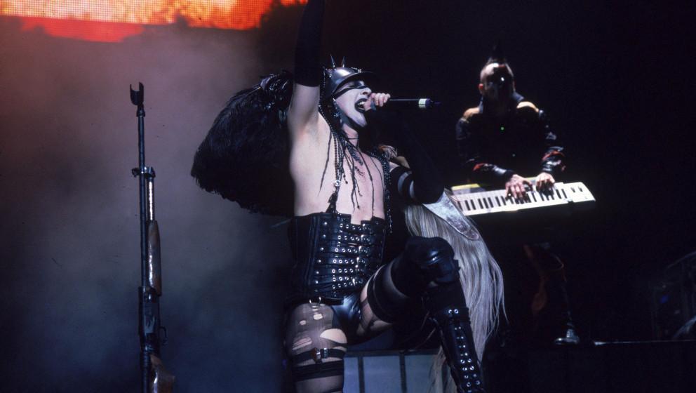 Madonna Wayne Gacy und Marilyn Manson gemeinsam bei einem Live-Auftritt.
